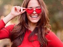 combinar-oculos-roupa-vermelho-mini