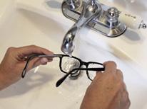 como-limpar-oculos-mini