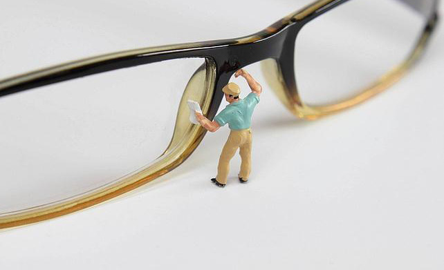Como limpar a lentes dos óculos