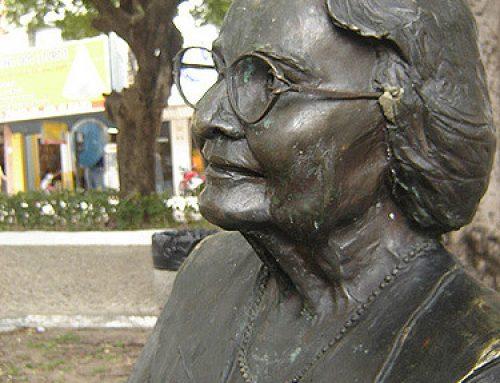 E as estátuas dos nossos ídolos de óculos terminaram…