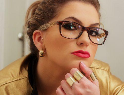 É óculos de grau, sim. Mas com muito estilo!