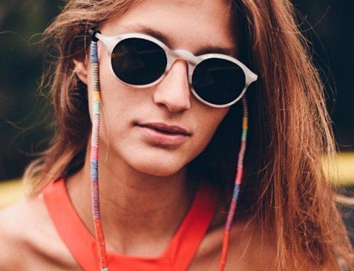 A tendência das correntes e cordões para óculos