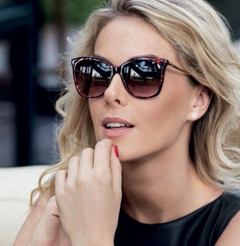 Óculos de sol da Ana Hickmann. Um deles combina com você.   Belliótica 9c8f80d1a0