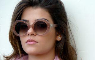 3 modelos de óculos na cor nude para você se inspirar. ffb839743f