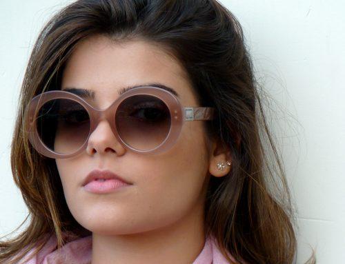3 modelos de óculos na cor nude para você se inspirar.
